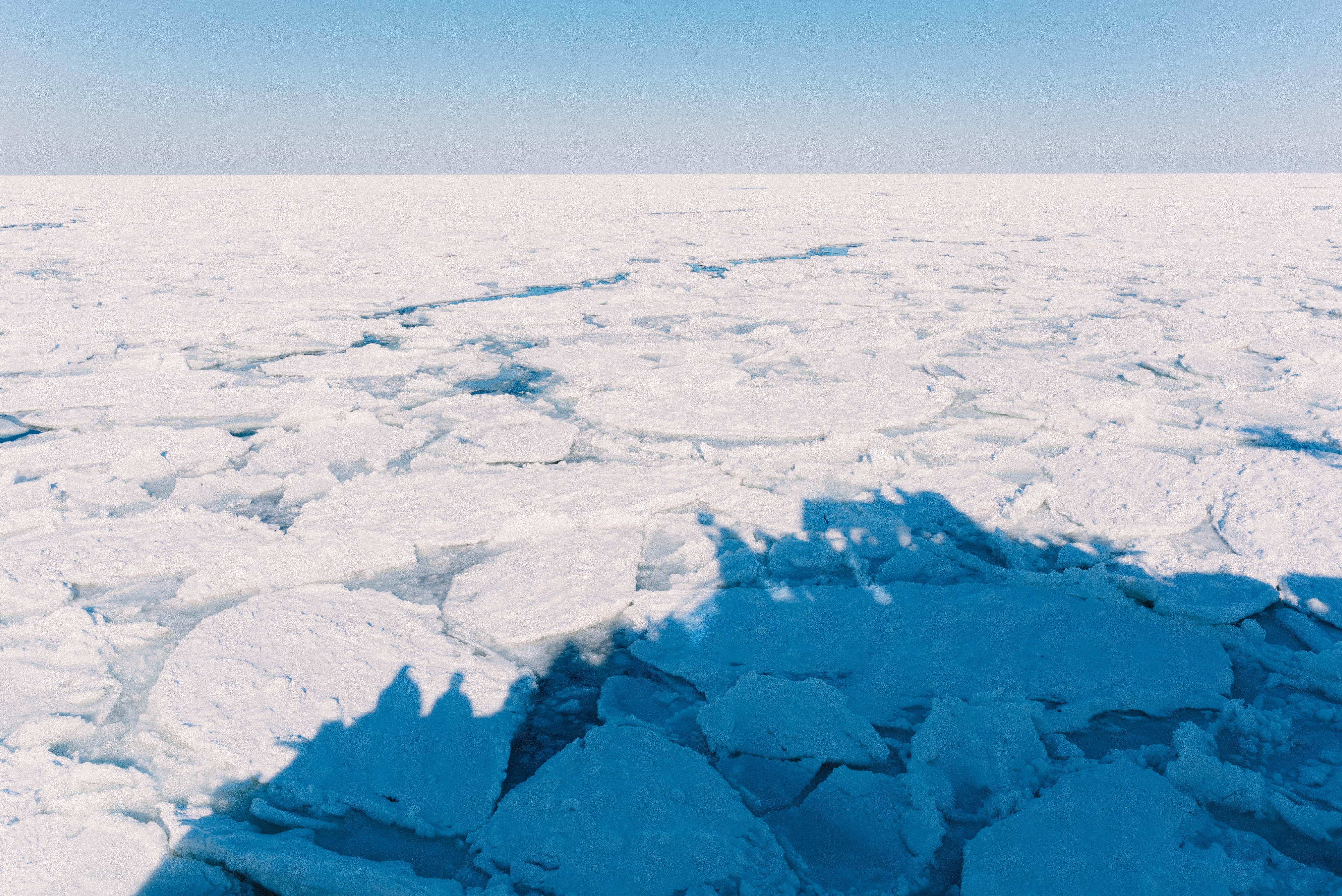 """海から空に届く真っ白な水平線。""""オホーツク流氷の旅編"""""""